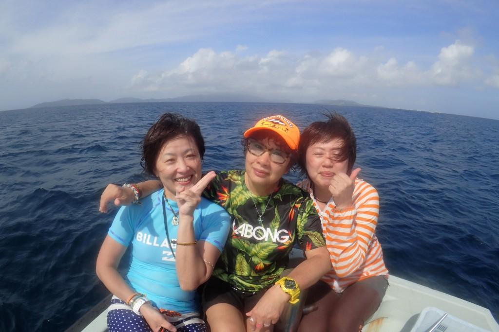 い~~笑顔ですよ~(^-^) 海遊びに年齢は関係ないですね♪